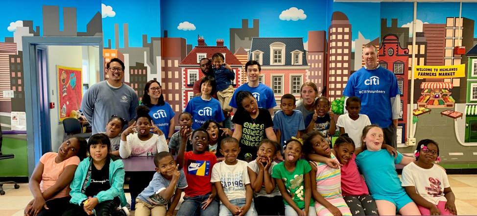 Group of Citi volunteers and children at boys and girls clubs of delaware
